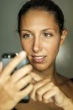 Porträt mit Smartphone Stockbild
