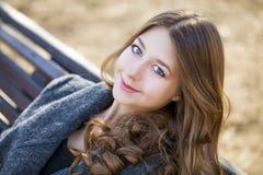 Porträt nah oben vom jungen schönen Mädchen Stockfotos