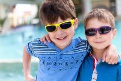 Porträt ot zwei Jungen Stockbilder