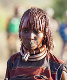 Porträt reifer Hamar-Frau an springender Zeremonie des Stiers Turmi, Omo-Tal, Äthiopien Lizenzfreie Stockfotografie