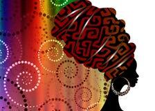 Porträt-schöne Afrikanerin im traditionellen Turban, Kente-Kopfverpackung afrikanisch, traditionelles dashiki Drucken, schwarze A stock abbildung