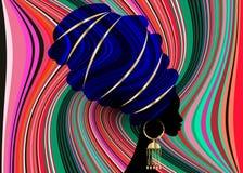 Porträt-schöne Afrikanerin traditioneller Turban in der roten Kente-Kopfverpackung afrikanisch, traditionelles dashiki Drucken, s stock abbildung