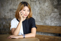 Porträt-schöne junge Asiatin Lizenzfreie Stockfotos