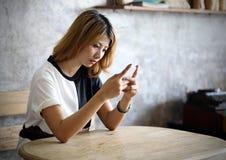 Porträt-schöne junge Asiatin Lizenzfreies Stockfoto