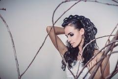 Porträt schöne junge Mode der Brunette-Braut Stockbild