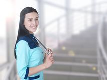 Porträt schönen jungen Doktorlächelns lizenzfreie stockbilder