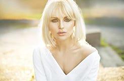 Porträt schöner klarer Hautdame Lizenzfreies Stockfoto