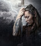 Porträt von alf Frau mit Klinge Lizenzfreies Stockbild
