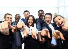 Porträt von aufgeregten jungen Geschäftsleuten Lizenzfreies Stockbild