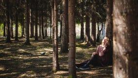 Porträt von Blondinen im Sommerkleid Stockfotografie