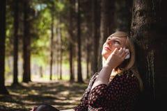 Porträt von Blondinen im Sommerkleid Stockfotos