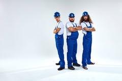Porträt von drei Handwerkern bereit zu arbeiten lizenzfreies stockfoto