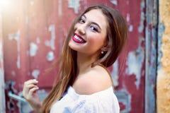 Porträt von einem attraktiven, Brunettefrau Stockfotografie
