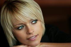 Porträt von einem herrlichen blonden Lizenzfreie Stockbilder