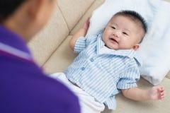Süßes neugeborenes stockfoto