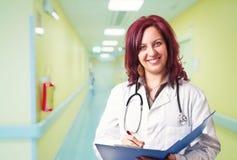 Porträt von Frauendoktor stockfotos