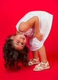 Porträt von glücklichem, positiv, lächelnd, Mädchen Stockbild