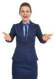 Porträt von glücklichem, Sie zu sehen Geschäftsfrau Lizenzfreie Stockfotografie