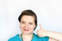 Porträt von jungen attraktiven Frauen mit dem Daumen oben Lizenzfreies Stockbild