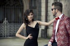 Porträt von jungen eleganten Paaren in der Liebe lizenzfreie stockfotografie