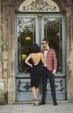 Porträt von jungen eleganten Paaren in der Liebe stockbilder