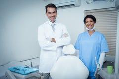 Porträt von lächelnden Zahnärzten Lizenzfreie Stockfotos