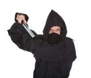 Porträt von männlichem Ninja With Weapon Lizenzfreies Stockfoto
