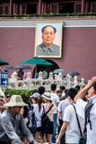 Porträt von Mao im Tiananmen-Platz Stockfotos