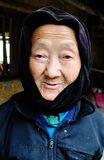Porträt von Miao-Frau an der Landschaft in Daklak, Vietnam Stockbilder
