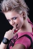 Moderne junge blonde Frau Stockfoto