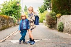 Porträt von netten Kleinkindern Lizenzfreie Stockfotos