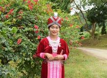 Porträt von nicht identifizierten H'mong-Mädchen, die Trachtenkleid tragen Lizenzfreies Stockfoto