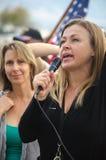 Porträt von Person Speaking am Trumpf-Protest Lizenzfreie Stockbilder