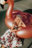 Porträt von schönen Blondinen stockbilder