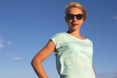 Porträt von schönen Blondinen auf dem Sommer Stockfoto