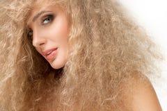 Porträt von schönen Blondinen. Gesundes langes blondes Haar. Stockfoto