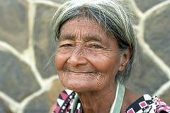 Porträt von sehr altem, geknittert, Latinofrau Lizenzfreie Stockbilder