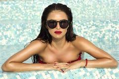 Porträt von sexy Brunettedame Stockfotografie