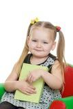 Porträt von wenig blond mit einem langen Pferdeschwanz das Stockfotografie