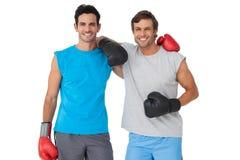 Porträt von zwei lächelnden männlichen Boxern lizenzfreie stockfotografie
