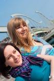 Porträt von zwei Mädchen Lizenzfreie Stockfotografie