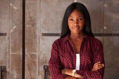 Porträt weiblichen Designer-Standing In Modern-Büros Stockfoto