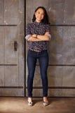 Porträt weiblichen Designer-Standing In Modern-Büros Lizenzfreie Stockfotografie