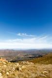 Porträtansicht - Wolken über dem Swartberg-Tal in Südafrika Stockfotografie