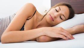 Porträtfrauenschlafen