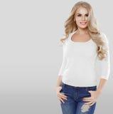 Porträtjeansmode des gelockten Haares der Schönheit blonde sexy Stockfotografie