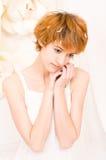 Porträtmädchen in den hellen Farben stockfoto