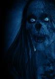 Porträts der furchtsamen verärgerten Geist-Frau in der Dunkelheit Lizenzfreie Stockfotos