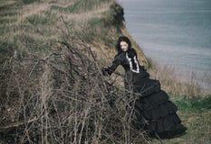 Portr?t einer Victoriandame im Schwarzen stockfotografie
