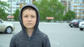 Portr?t eines 8-j?hrigen Jungen, volles hd Video stock video footage